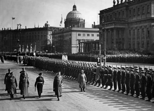 Hitler-al-Memorial-day-10ma